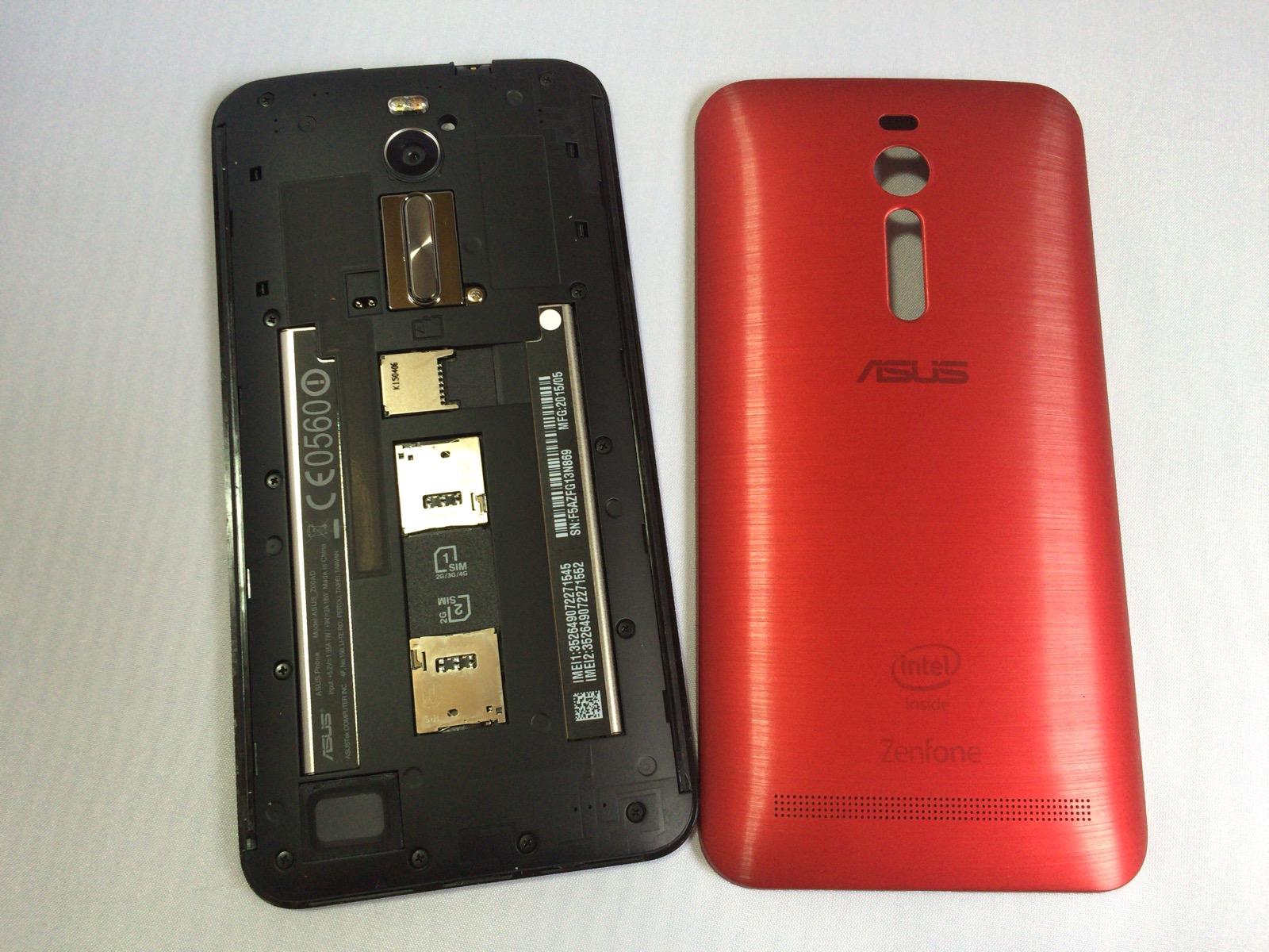 Zenfone 2のバックパネルカバーを外した様子
