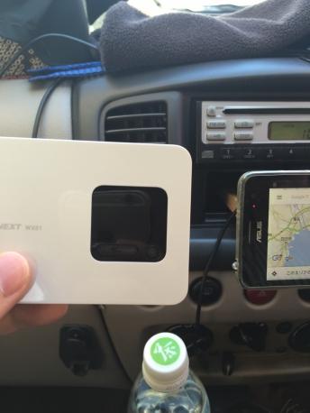 車の中でWiMAX2+を使っているところ