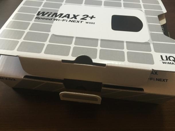 モバイルルーターWX02が入っている箱を開ける