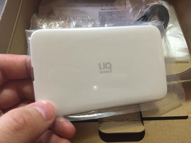 WiMAX2+モバイルルーターWX02の背面カバーの外側